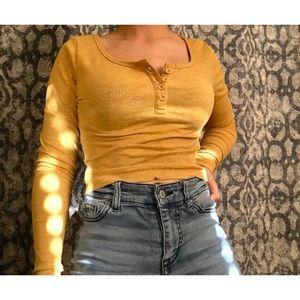 🌻H&M Yellow Long sleeve Crop top🌻